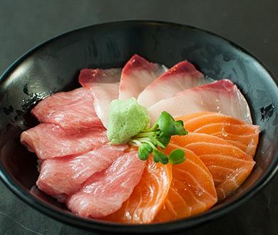 北海道産新鮮魚介の海鮮丼